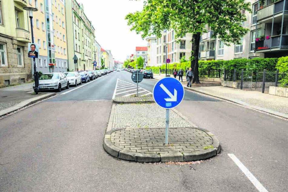 Auf der Wormser Straße wird die Verkehrsinsel zum Zebrastreifen umgestaltet.
