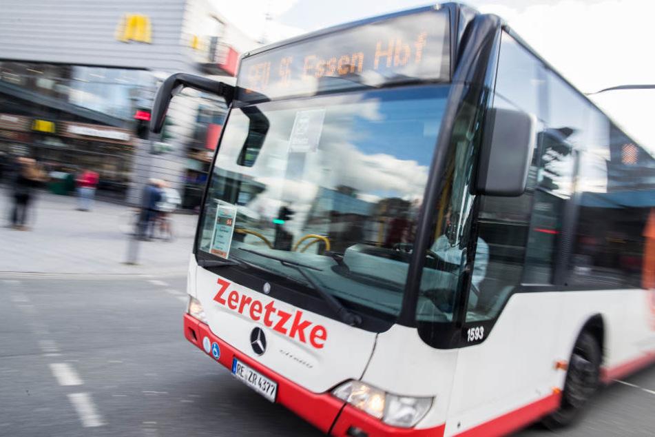 Mit kostenlosen Bussen und Bahnen hofft das Land die Luftverschmutzung in den Griff zu bekommen.