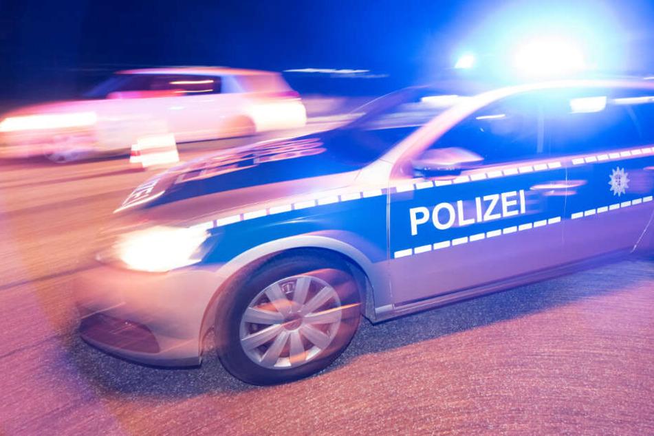Die Polizei wollte am Sonntagabend einen Ford Transit auf der A3 anhalten (Symbolbild).