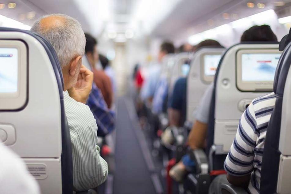 Das Bordpersonal ist für medizinische Notfälle im Flugzeug speziell geschult.
