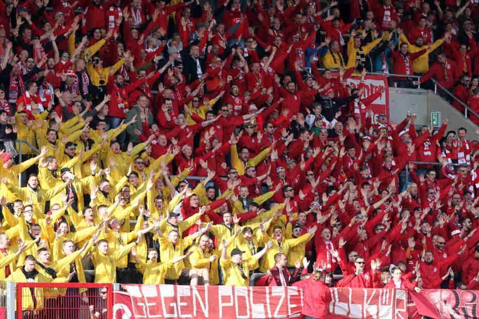 Die Zwickauer Fans wurden in Erfurt von zahlreichen Dynamo-Anhängern unterstützt.