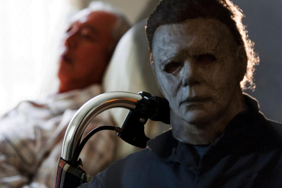 """Nach """"blöden Gedanken"""": Der Ex-Pfleger habe die Horror-Maske dann mit zur Arbeit gebracht. (Bildmontage)"""