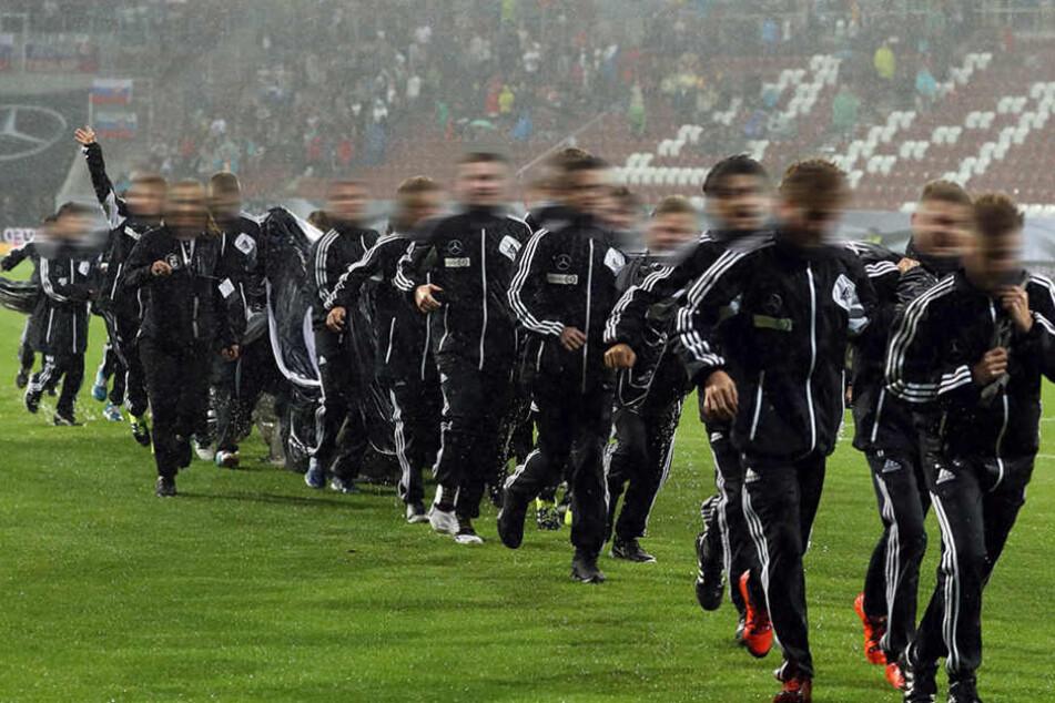 Fünf Spieler der Mannschaft sollen von den Trainern besonders gequält worden sein. (Symbolbild)