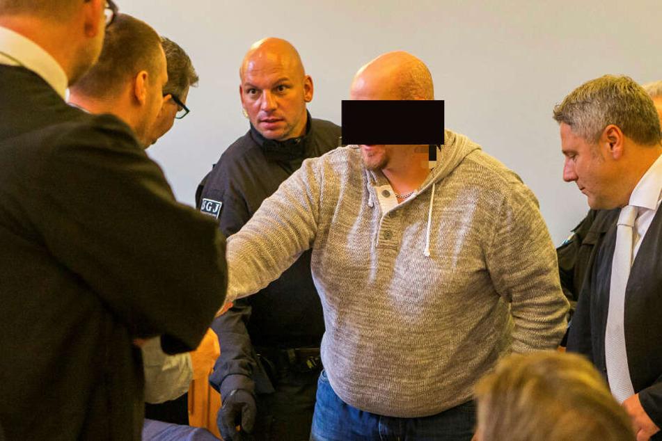 """Der Hauptangeklagte Stefan S. (33) – laut Verteidigung soll er aus purer Angst geschossen haben und """"kopflos"""" vorgegangen sein."""