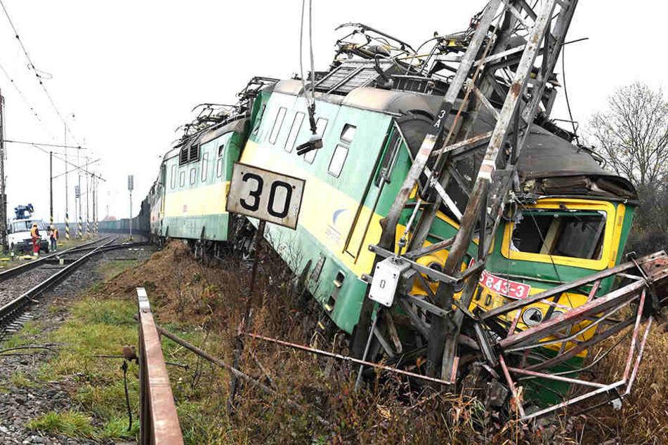 Entgleister Güterzug legt Bahnstrecke lahm