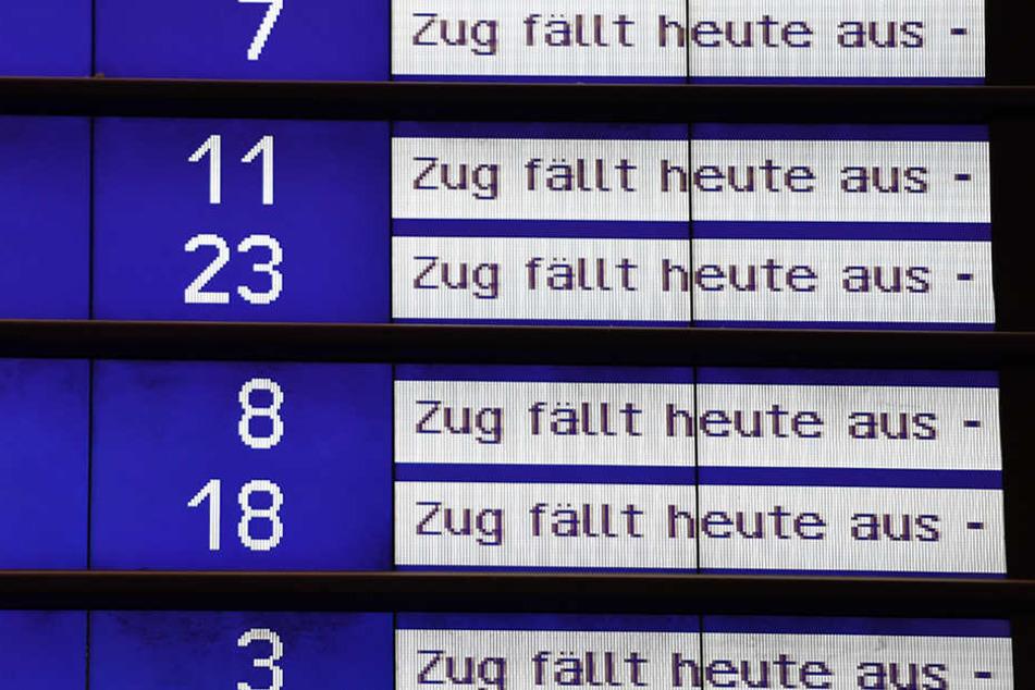 Derzeit müssen betroffene Fahrgäste mit vielen Zugausfällen rechnen. (Symbolbild)