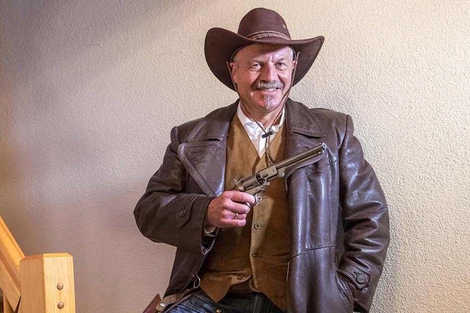 Cowboy mit Schießeisen: eine Traumrolle für Bürgermeister und Obernarr Miko Runkel (56).