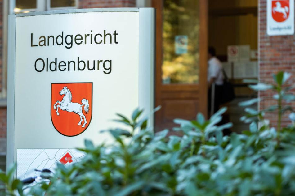 Der 30-Jährige muss sich von Donnerstag an vor dem Landgericht Oldenburg verantworten.