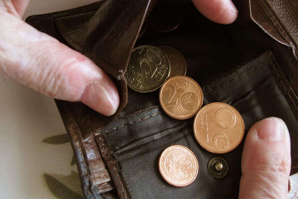 Bei vielen Sachsen sieht es leer im Geldbeutel aus.