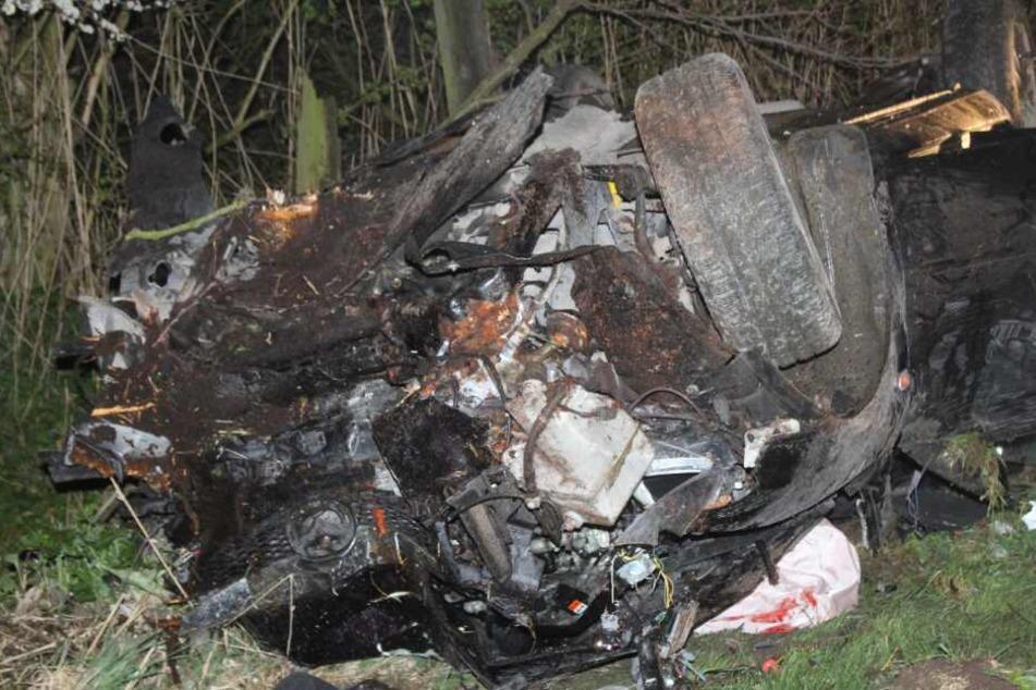 Fünf Jugendliche verunglücken bei heftigem Crash gegen Telefonmast