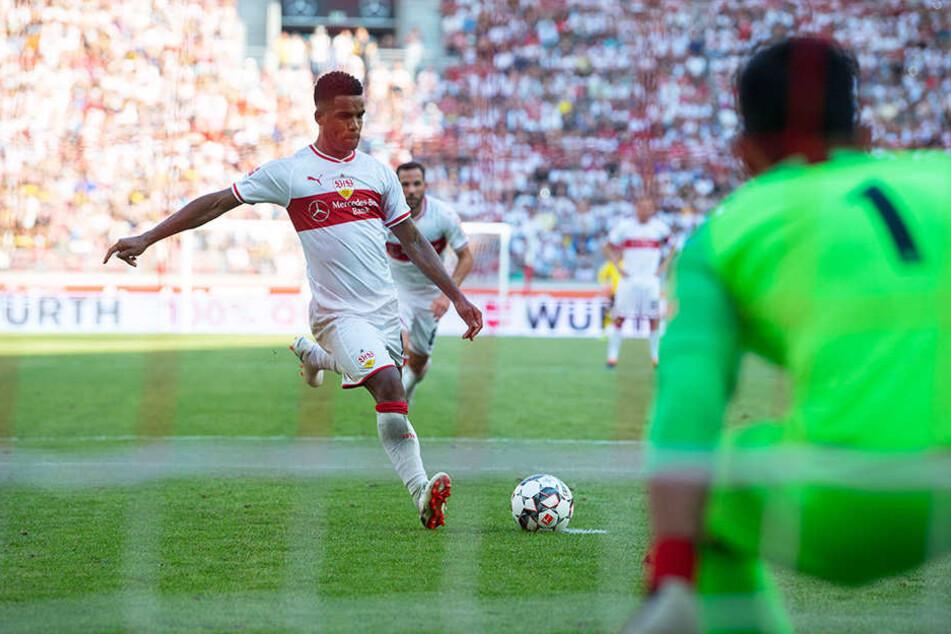 Die Führung: Daniel Didavi trifft vom Elfmeterpunkt zum 1:0 für den VfB.