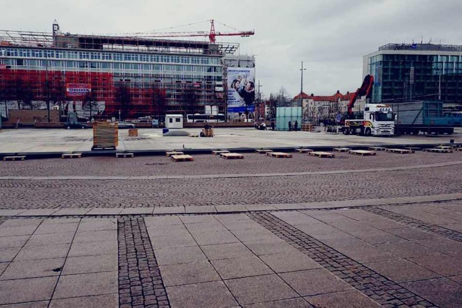 """Vom 12. Januar bis 25. Februar verwandelt sich der Augustusplatz beim """"Leipziger Eistraum"""" in eine riesengroße Eisbahn."""