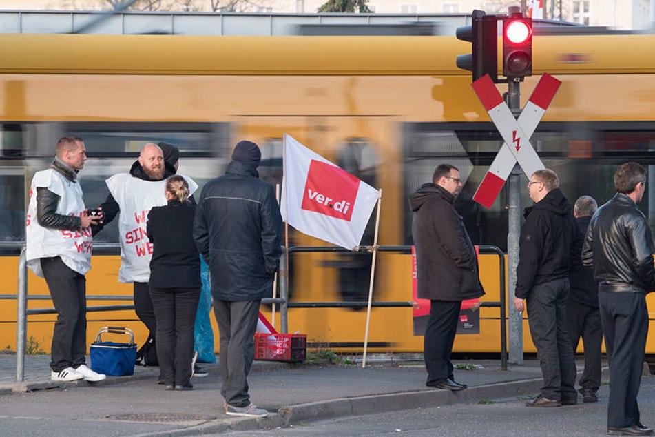 Bereits am 10. April hatten die Regionalverkehr-Mitarbeiter die Arbeit niedergelegt, wie hier in Dresden.