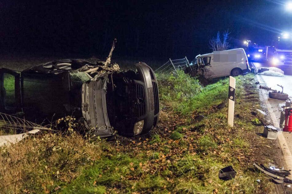 Bild der Zerstörung: Bei einem Unfall im Taunus sind vier Menschen verletzt worden.