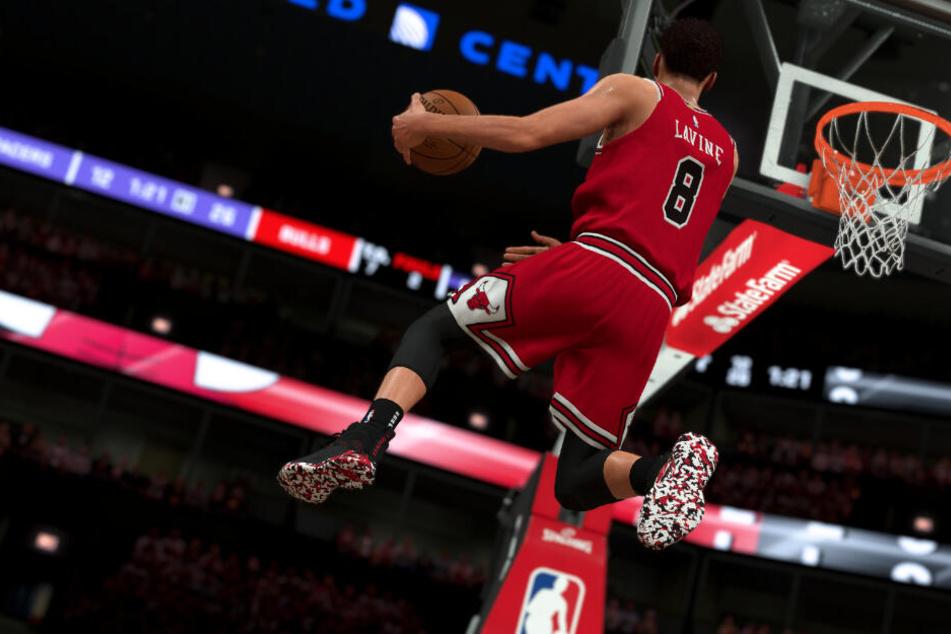 """Zach LaVine von den Chicago Bulls holt zum Dunk im Videospiel """"NBA 2K20"""" aus."""