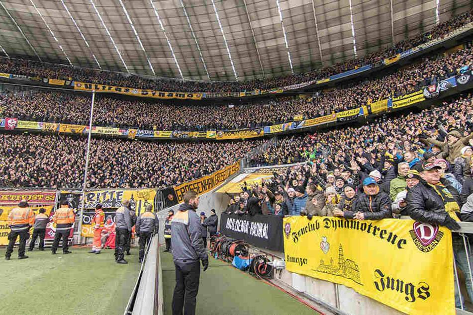 Die Münchner Allianz Arena war fest in Dresdner Hand. Zumindest auf den Rängen.