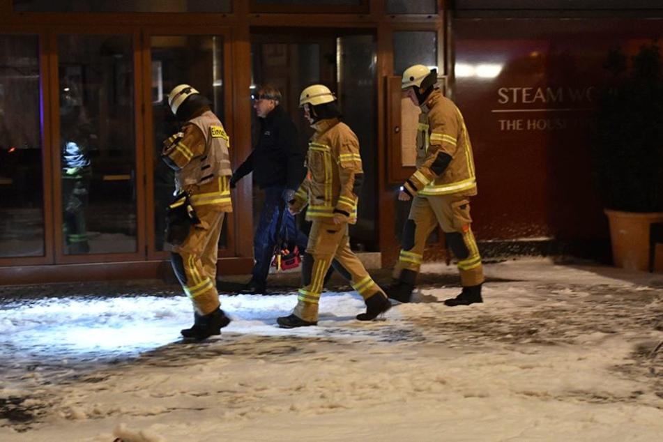 Die Rettungskräfte konnten drei Männer nur noch tot aus den Clubräumen bergen.