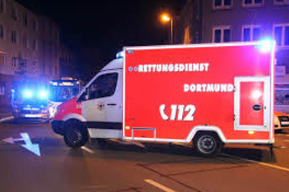 Ein Rettungsteam der Feuerwehr Dortmund half bei der unerwarteten Hausgeburt.