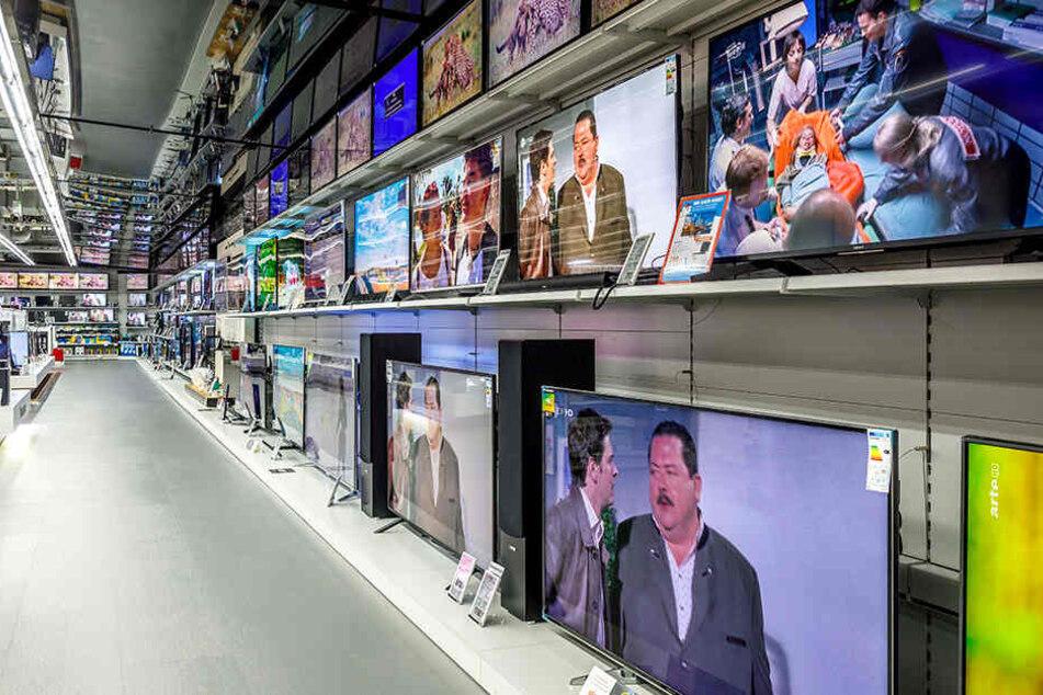Grosse Tv Aktion In Dresden Saturn Verkauft Fernseher Zu Mega Preisen Tag24