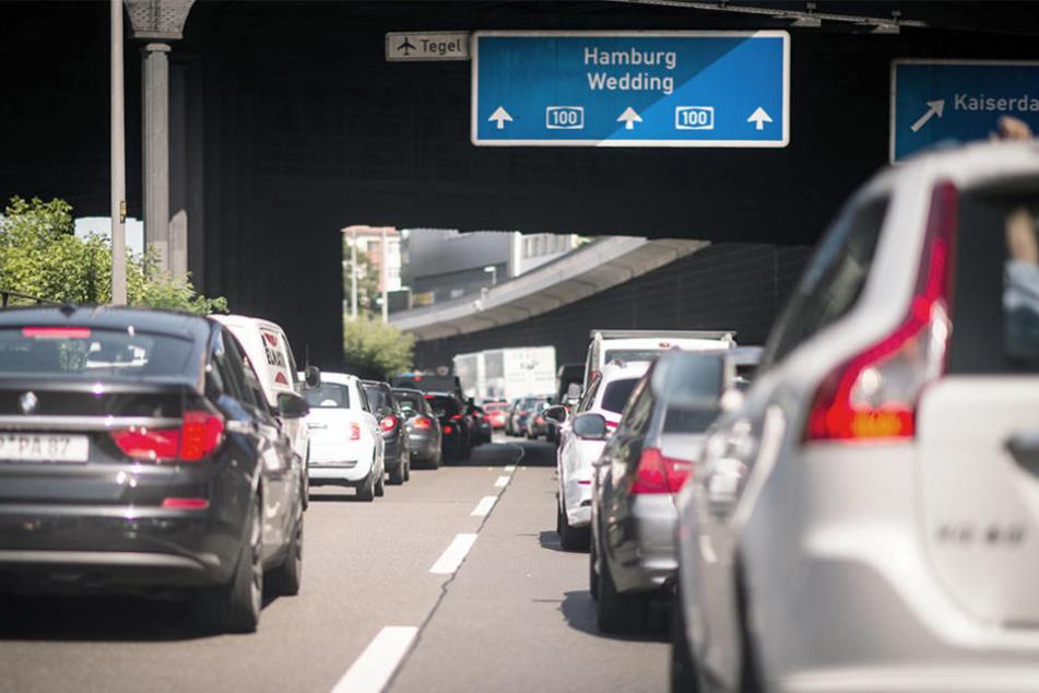 Durch einen Autounfall auf der A100 kann es am Sonntag auf dem Stadtring zum massiven Stau kommen. (Symbolbild)