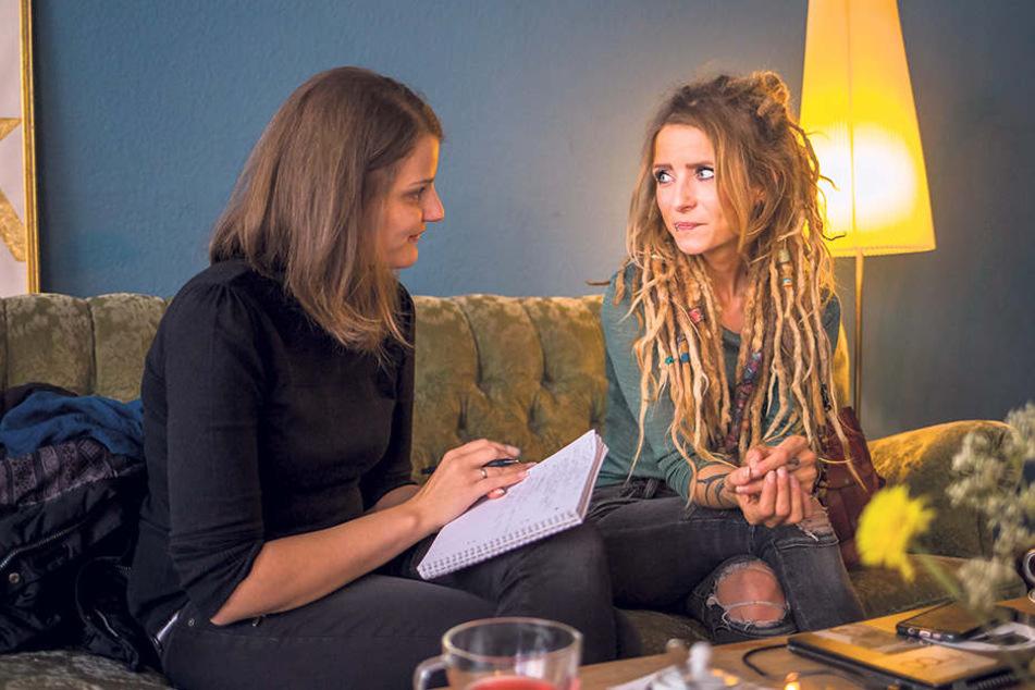 Interview beim Tee: Im Leipziger Café Kater trafen sich Redakteurin und Liedermacherin.