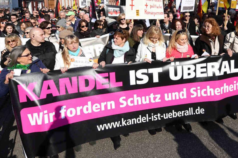 """Die Gruppierung """"Kandel ist überall"""" demonstrierte schon mehrmals in der pfälzischen Stadt Kandel."""