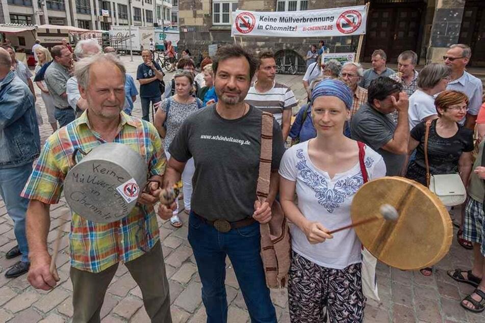Die Anwohner Stefan Tetzner (65), Dirk Kreuzner (49) und Malina Opitz (29) lärmten gegen Müllverbrennung in Chemnitz.
