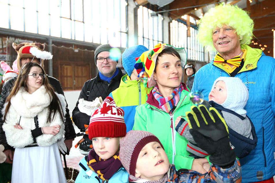 Frauke Petry feierte mit Altenbergs Bürgermeister Thomas Kirsten. Sie war vom Ski- und Eisfasching Geising eingeladen worden.
