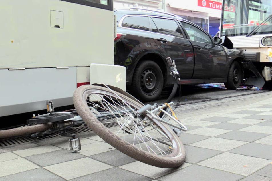 Ein Fahrradfahrer konnte noch rechtzeitig der Bahn ausweichen.