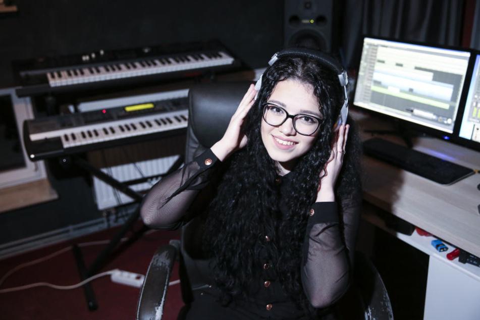 Lena-Loreen Kürschner (18) will die mit ihrem ersten eigenen Song die Charts erobern.