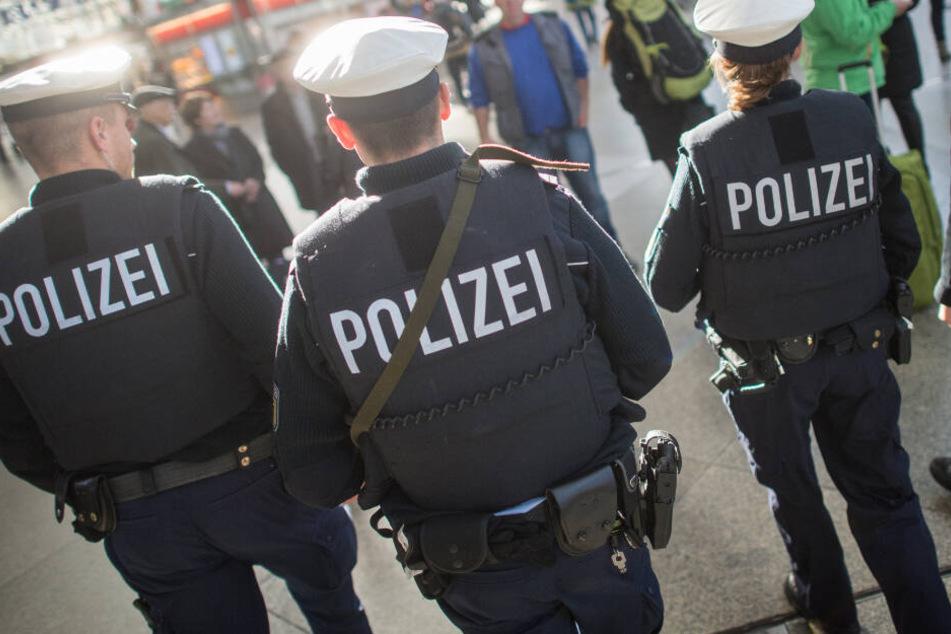 Anschlag auf Fahrzeug der Bundespolizei! Beamte haben großes Glück