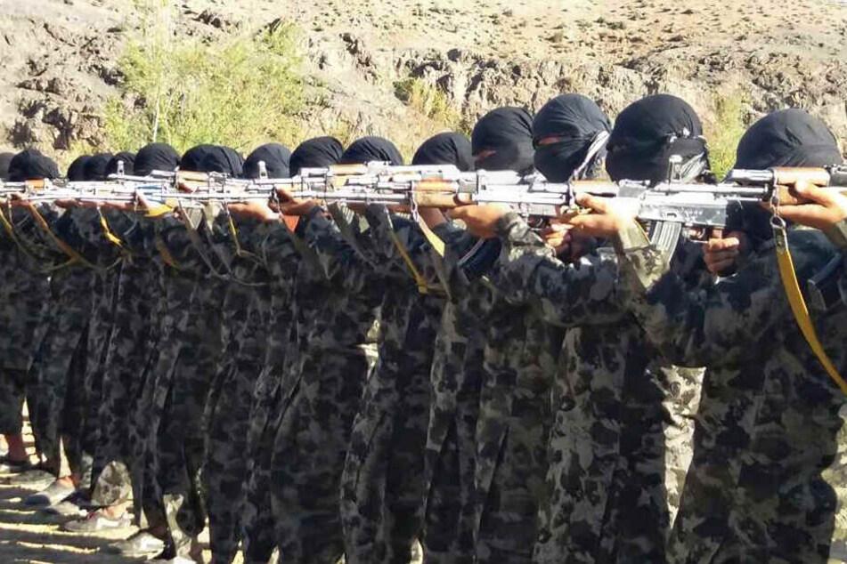 In einem Trainingslager der Taliban soll Thomas K. seine Ausbildung erhalten haben. (Symbolbild)
