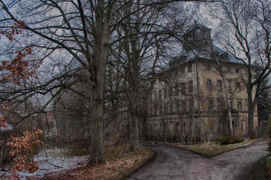 Das ehemalige Kinderheim in Bräunsdorf verfällt von Jahr zu Jahr. Hier geschahen schreckliche Dinge.