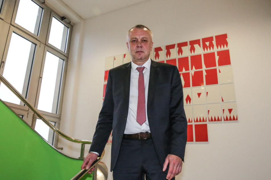 """Kultusminister Frank Haubitz konnte in der CDU immerhin eine """"Verbeamtung light"""" durchsetzen."""