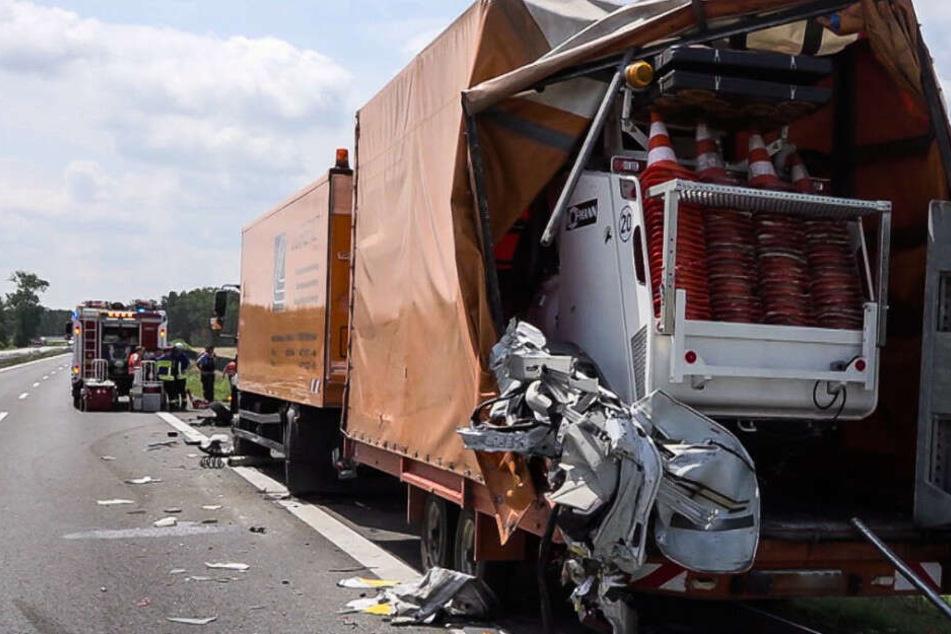 Der Fahrer hatte den Lkw am Straßenrand übersehen.