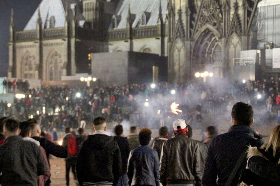 Die Tumulte und Übergriffe in der Kölner Silvesternacht sollten von ungelernten Flüchtlingen überwachte werden.