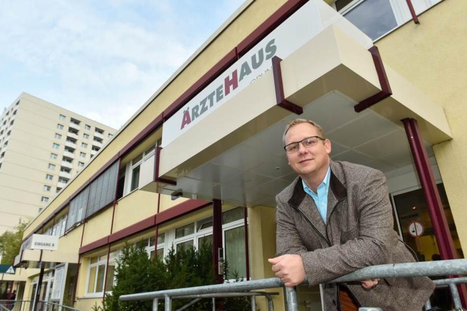 Lutz Schmidt (41) vertritt die Eigentümerversammlung des Ärztehauses Gruna. Ein Abriss droht nicht, betont er.
