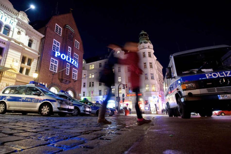 Die Geldübergabe fand direkt vor der Davidwache auf St. Pauli statt. (Archivfoto)