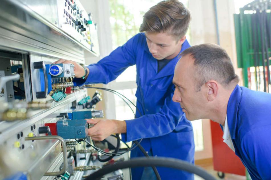 Berufe im Bereich der Elektrotechnik setzen gemeinhin eine dreieinhalbjährige Ausbildung voraus.