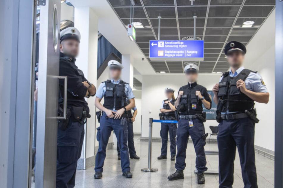 Der Mann wurde am Fernbahnhof des Flughafens festgenommen (Symbolfoto).