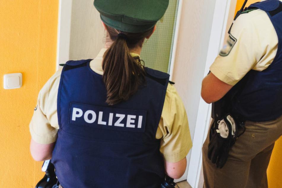 Was die Polizisten hinter der Tür erwartete, war alles andere als gewöhnlich (Symbolfoto).
