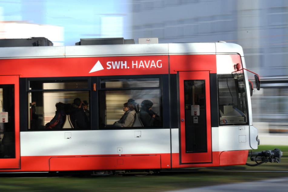 Straßenbahn erfasst Radler, 20-Jähriger nicht ansprechbar