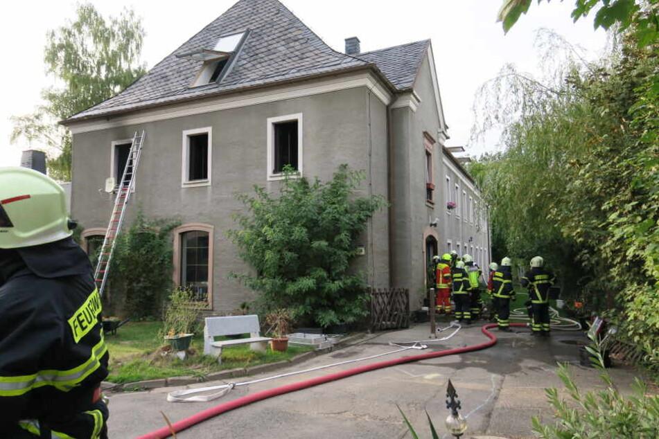 Bei dem Brand wurden acht Personen und eine Katze verletzt.