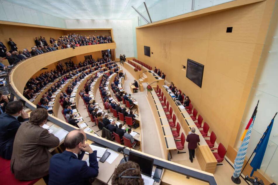 Der neue Landtag in Bayern besteht aus 55 Frauen und 150 Männern. (Archivbild)
