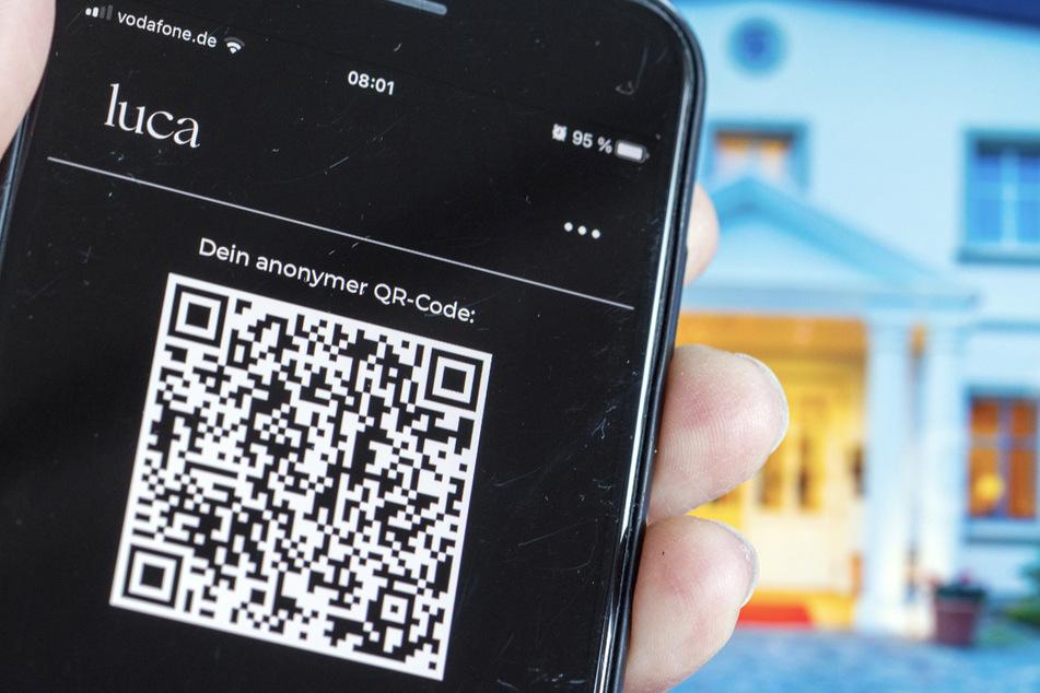 Die Luca-App zur Kontaktnachverfolgung in der Corona-Krise ist auf einem Smartphone geöffnet.