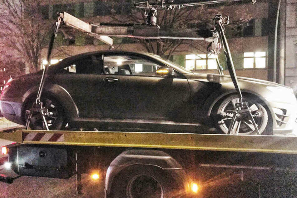 Der Mercedes AMG wird nach der Raserei sichergestellt.