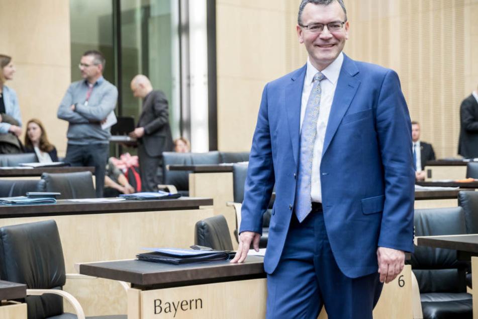 Bayerns neuer Medienminister Florian Herrmann hat eine klare Warnung. (Archivbild)