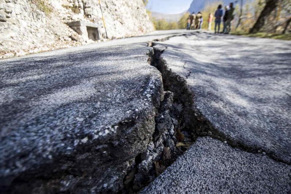 Seismologen sprechen aktuell von einer Erdbebensequenz - das eine regt das nächste an.