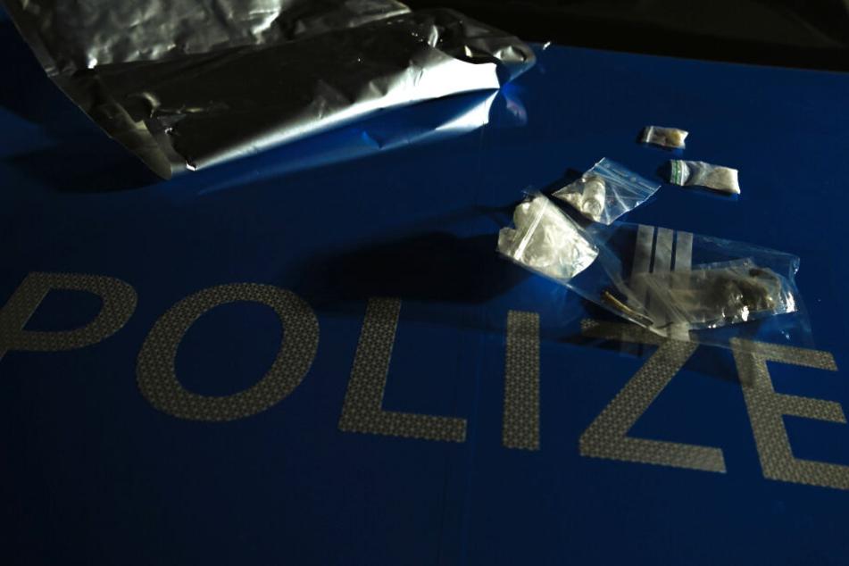 Die Polizei nahm die Dealer vorläufig fest. (Symbolbild)