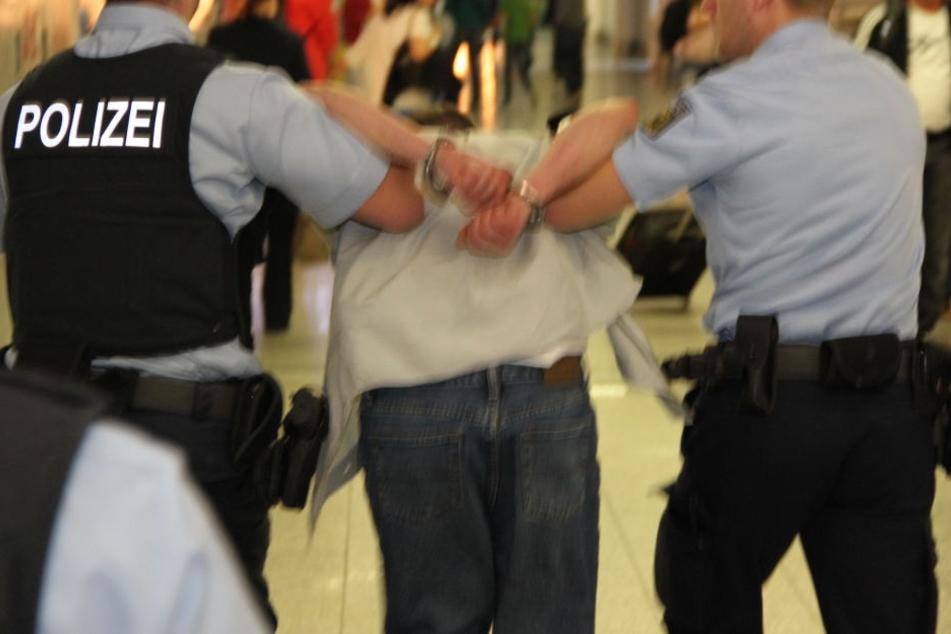 Die Polizei schnappte den 28-Jährigen noch am Bahnsteig (Symbolbild).